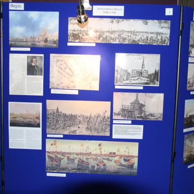 Vele foto's op 26 borden, overzichteijk vanaf 1600 tot Heden