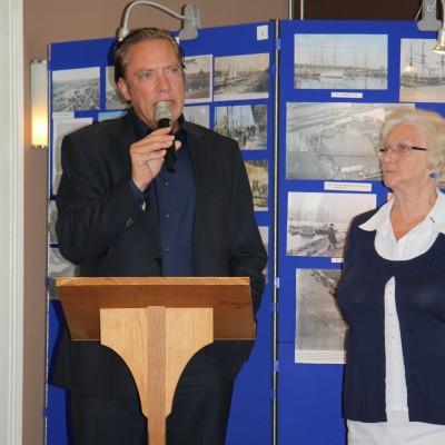 Stadsdeelvoorzitter R.Post en Corrie Fellinga