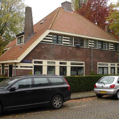 Woonhuizen in Verstrakte Amsterdamse School landelijke variant-stijl, Kometensingel 179-181