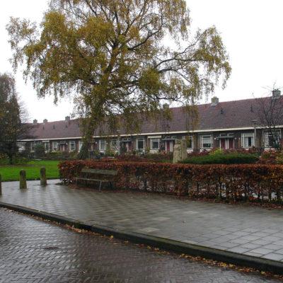 Bejaardenwoningen in Traditioneel bouwen-stijl, Kometensingel 439-485 (1937)