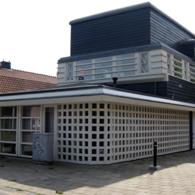 Orionplantoen, houten gebouw, voormalige kantine en bergplaats van de afdeling Plantsoenen, bouwstijl Amsterdamse School, onderdeel van Tuindorp Oostzaan, nu tandartspraktijk
